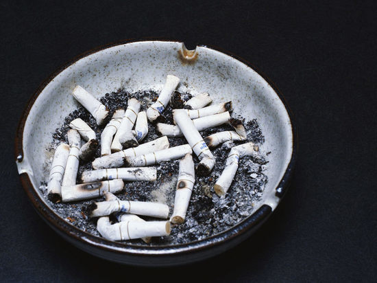 Русских курильщиков оштрафовали на15,4 млн руб.