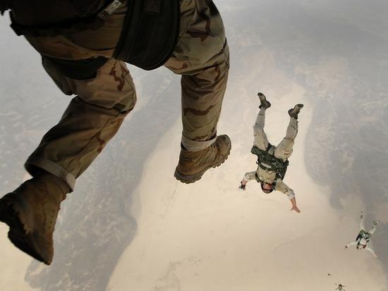 Американский десантник разбился из-за нераскрывшегося парашюта на шоу в Нью-Йорке