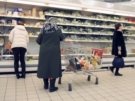 Больше двух третей россиян начали экономить на пропитании