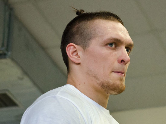 """Украинский боксер Усик назвал соотечественников """"терпилами"""" и """"плаксами"""""""