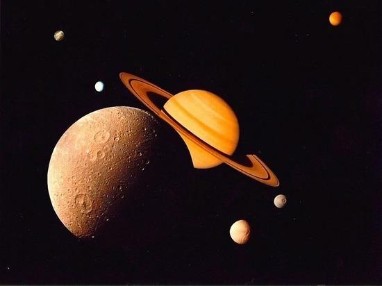 Зонд Кассини нашел, что спутник Сатурна Энцелад перевернут