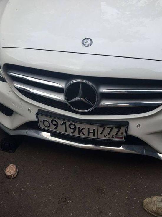 Московский автохам на кредитном «Мерседесе» избил дочь политолога Георгия Бовта
