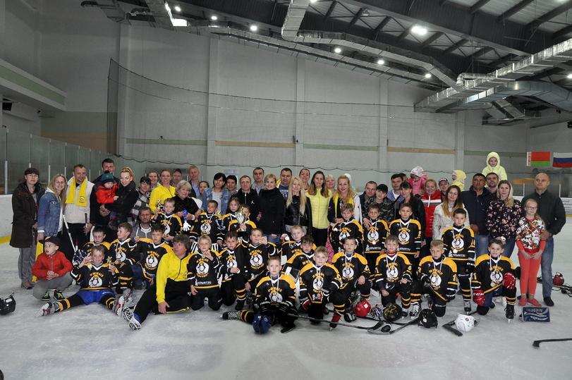 Пингвины хоккейный клуб москва адрес подработка к клубы охрана москва