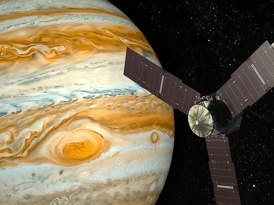 Появилось видео, накотором показаны пролеты над гигантскими ураганами Юпитера