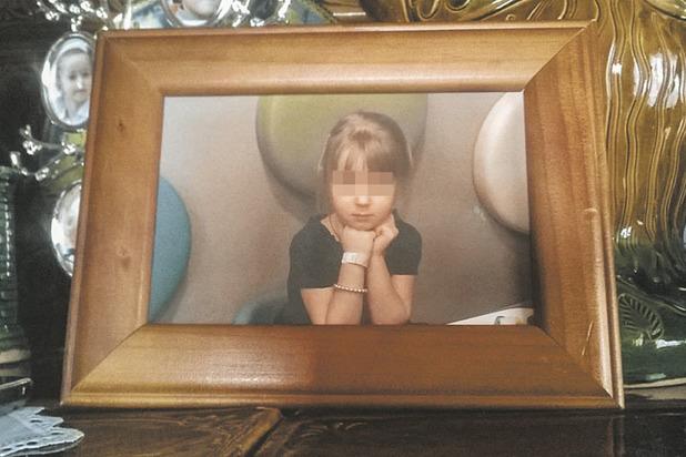 Нельзя говорить и трогать: бизнесмен лишил красавицу общей дочери