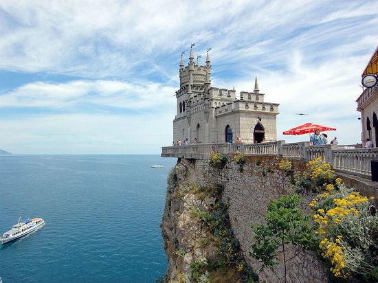 Символ Крыма «Ласточкино гнездо» может упасть в море