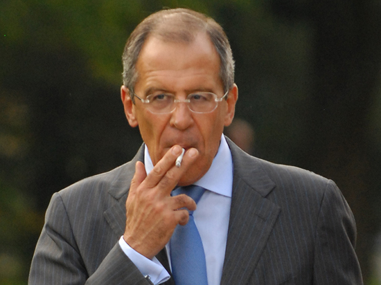 Захарова: Лавров почти бросил курить