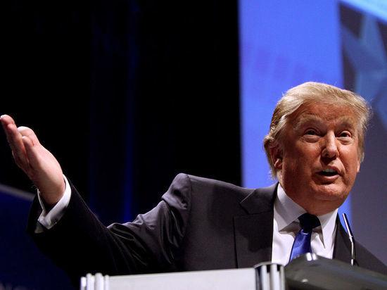 """Трамп обвинил экс-главу ФБР Коми в """"сливе секретов"""""""