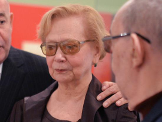 Погибшая под электричкой внучка Хрущева перед трагедией лечила глаза