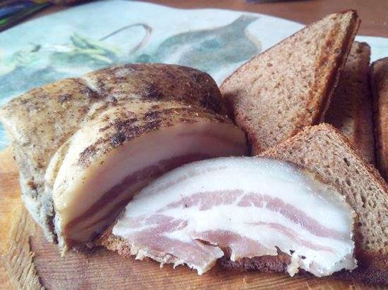 Новость об отравленных бутербродами с салом украинцах оказалась фейком
