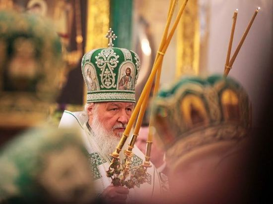 Патриарх Кирилл провел божественную литургию в Нило-Столобенской пустыни