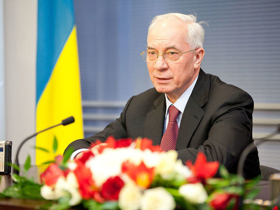 Бывший премьер-министр Украины Азаров сравнил безвизовый режим сЕС срваными трусами