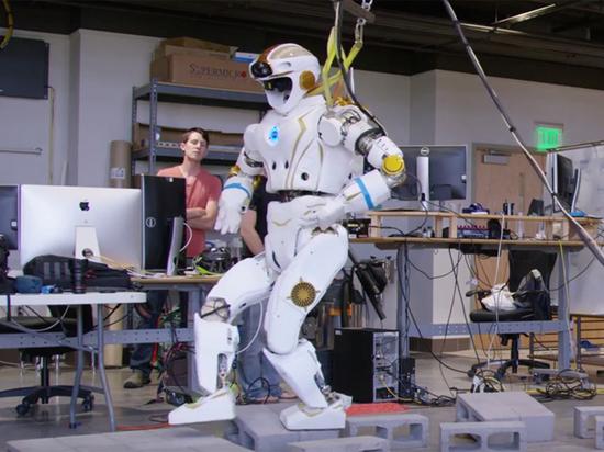 Агентство NASA показало марсианского робота-гуманоида вдействии