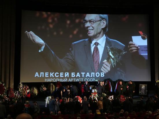 Замминистра культуры на прощании с Алексеем Баталовым высказался по бумажке