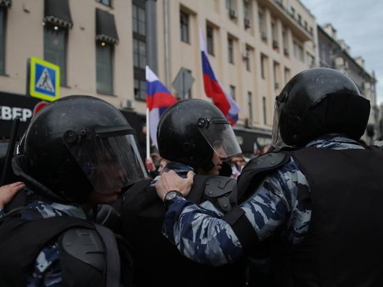 В Санкт Петербурге задержали человека якобы напавшего на митинге на ОМОНовца
