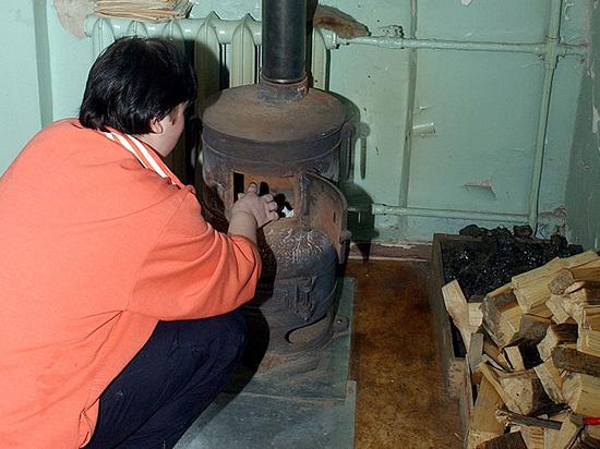 В России XXI века сельских учителей лишили дров