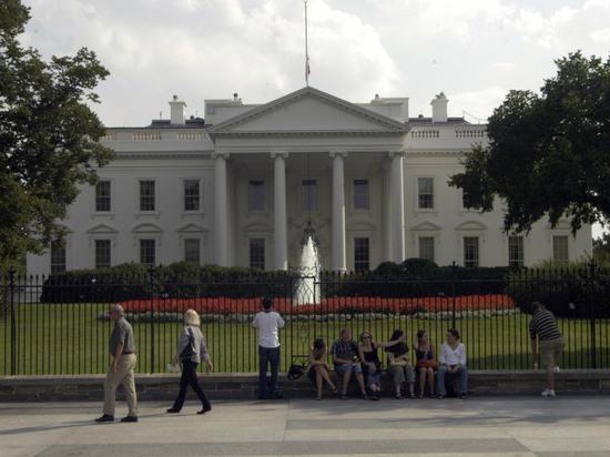 Не понял юмора: Белый дом осудил шутки про убийство Трампа