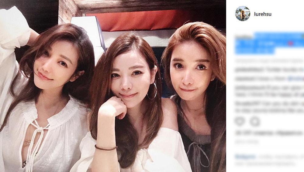 Пользователей сети поразили фото семьи из китайского Тайваня. Три сестры возрастом 36, 40 и 41 на фото выглядят едва ли не вдвое младше своих лет, а их 63-летняя мать похожа на 30-летнюю