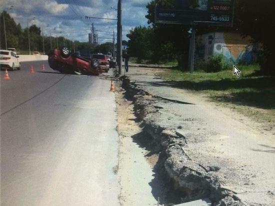 На северо-западе Москвы перевернулся автомобиль, пострадала женщина-водитель
