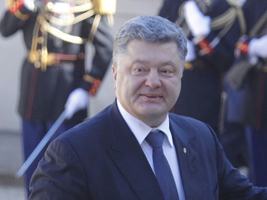 Порошенко дал задание изменить статус Крыма в Конституции