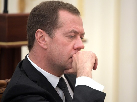 Медведев, рассуждая о комфорте туристов, вызвал транспортный коллапс в «Шереметьево»