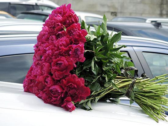 Супругу экс-солиста «Иванушек» Олега Яковлева с церемонии прощания несли под руки