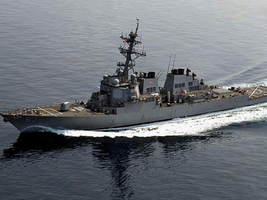 "Китай обвинил США в нарушении суверенитета: авиация ""предупредила"" американский эсминец"