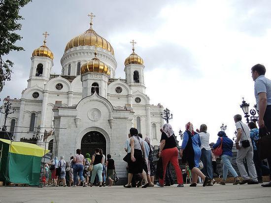 РПЦ о чудесах Николая Угодника: поклонившиеся его ребру нашли работу