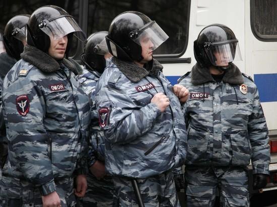 Многочасовая осада штаба Навального в Новосибирске завершилась штурмом