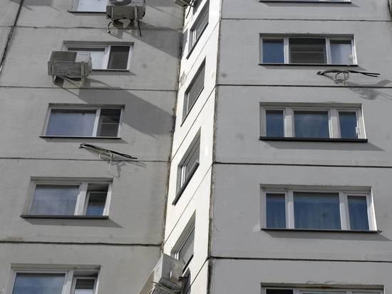 Москвич полчаса висел на 9-м этаже, зацепившись за окно пальцами ноги