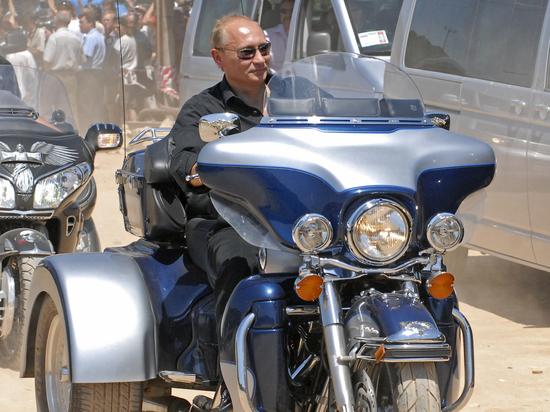 Путин признался в обладании отсутствующим в декларации мотоциклом
