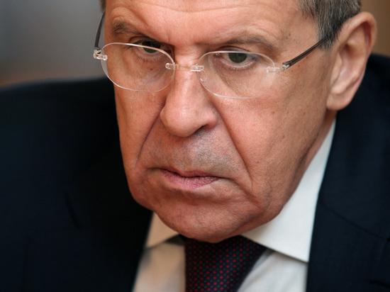 "Лавров проучил перегнувшуюся через стол журналистку: ""Кто вас так воспитал?"""