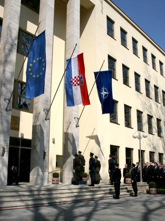 Ни надежд, ни иллюзий: отношения России и НАТО достигли дна