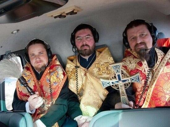 Священники окропляют поля Башкирии святой водой