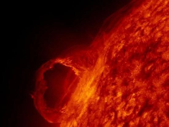 На Солнце обнаружено пятно, по размерам превосходящее Землю