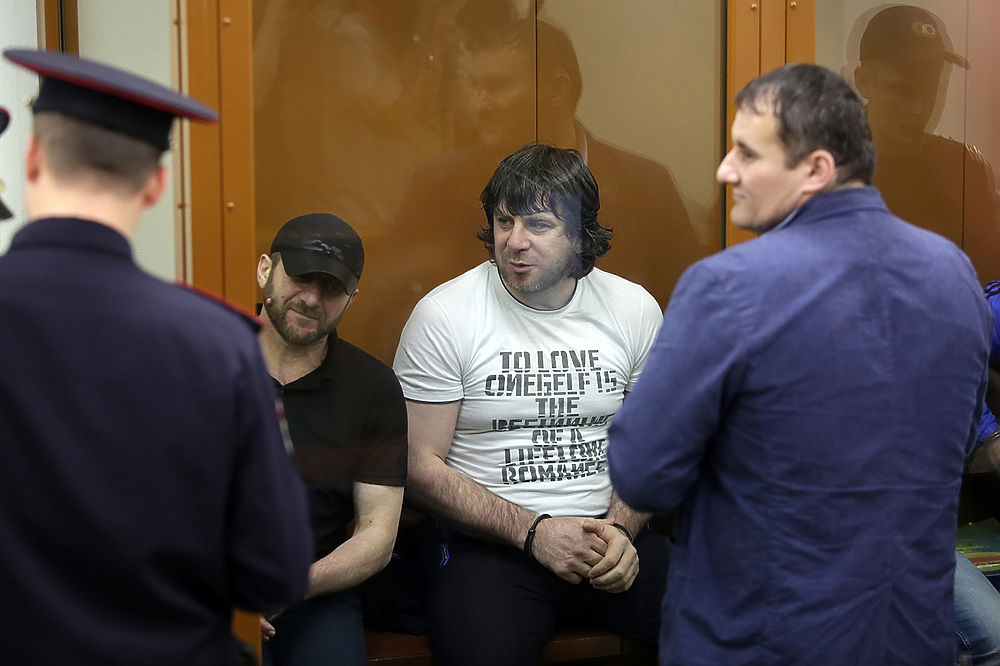 Убийцу Бориса Немцова Заура Дадаева приговорили к 20 годам исправительной колонии строгого режима. Кадры из зала суда