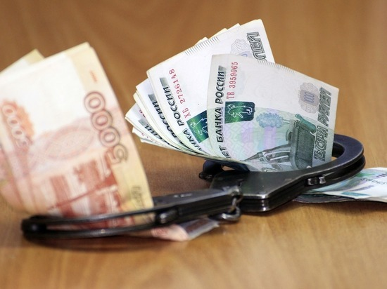 Бывшего сотрудника Госинспекции Алтайского края судят за взятки