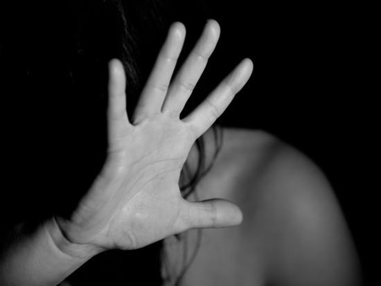 Полицейский два месяца насиловал подмосковную бизнесвумен, вымогая ее имущество