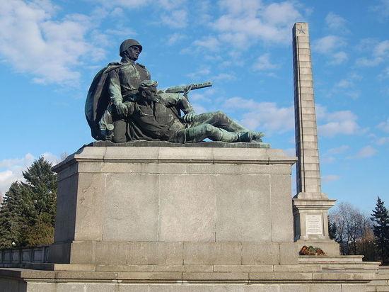 Власти Польши снесут советские памятники назло России