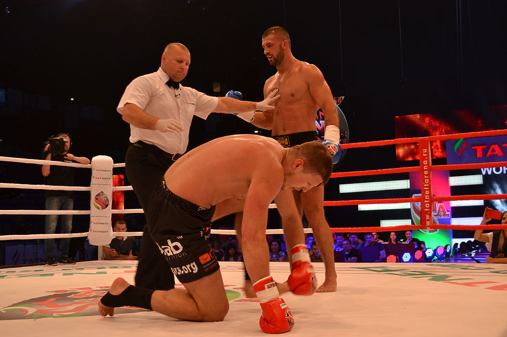 Сочный нокаут украсил поединок ¼ финала «Боев по правилам TNA» в Казани