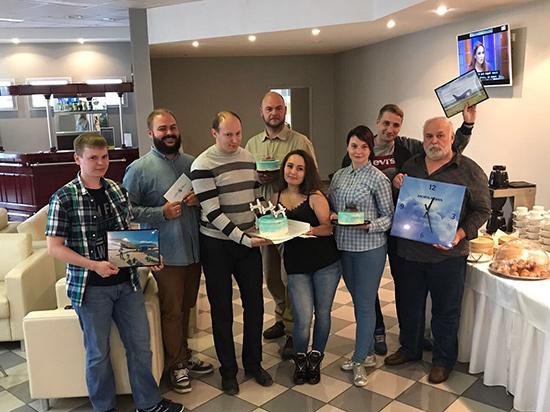 В день 41-летия мурманский аэропорт вручил подарки заполярным споттерам