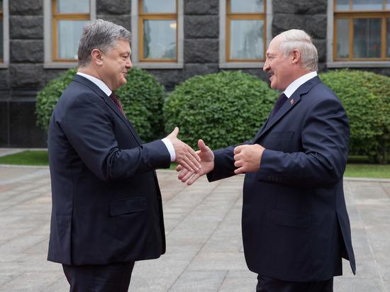 """Лукашенко после посещения мемориала жертвам Голодомора напомнил Порошенко о """"зове предков"""""""