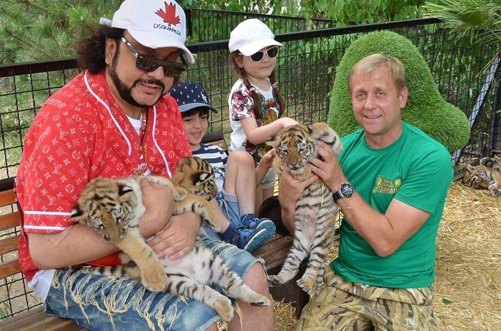 """Филипп Киркоров и его дети провели день со львами и тиграми """"Тайгана"""""""