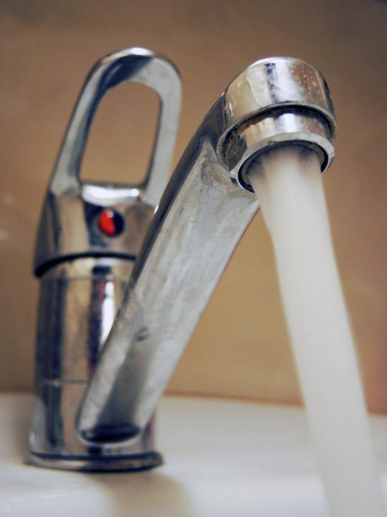 Грязная вода разорит ЖЭКи: Минстрой повышает штрафы для коммунальщиков