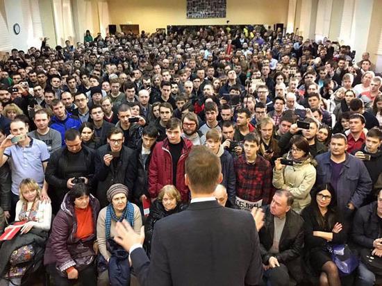 """Страхи и радости волонтеров Навального: """"Если выкатят танк, я лягу"""""""