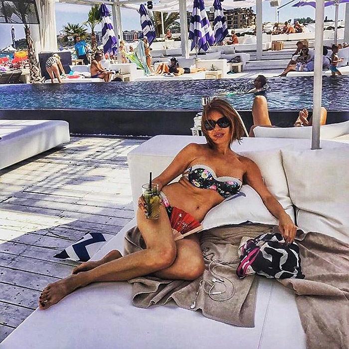 Звезда 90-x Наталья Штурм удивила поклонников фигурой и откровенными фото