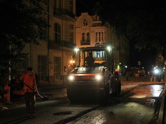 Жителей исторического центра Самары «радуют» ночным ремонтом узких улочек