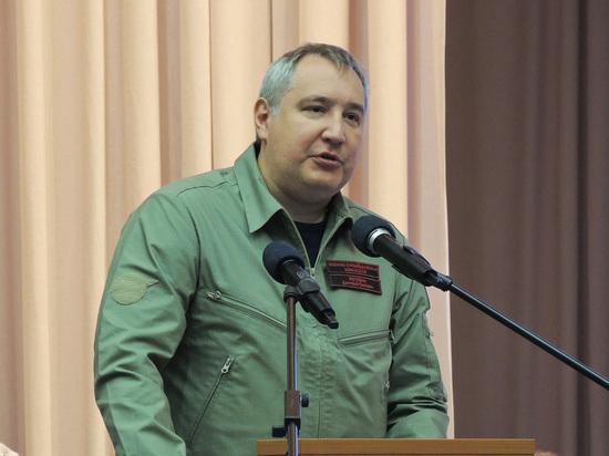 Рогозин представил песню про «Ленку — голую коленку»