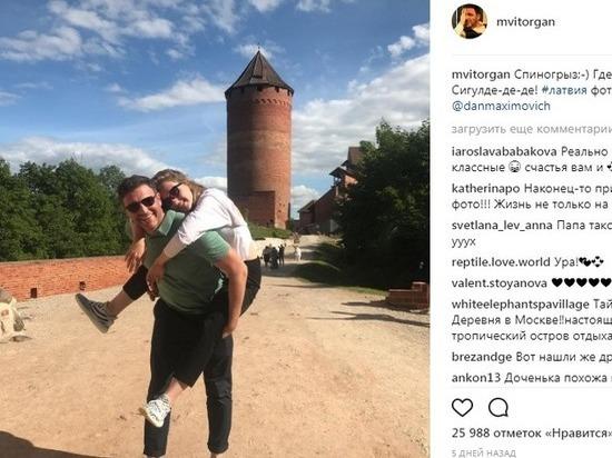 Собчак и Виторган на отдыхе: «Покрасил жену в цвет дома»