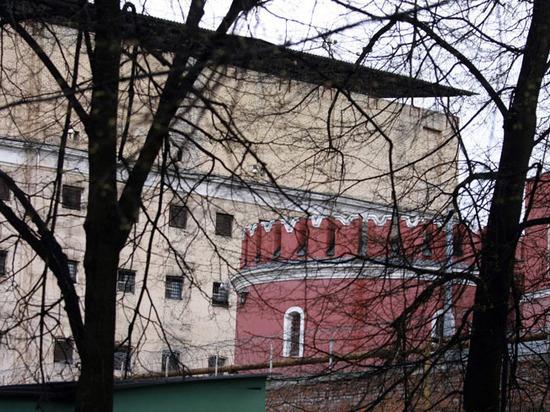 В Бутырке накопились тонны гниющего мусора: заключенные падают в обмороки